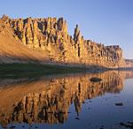 Россия, Сибирь, Западная Якутия, река Оленёк, массив известняковых останцев близ устья реки Укябиль-Юряге
