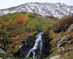 Водопад на ручье в долине реки Фейкошор