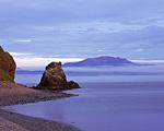 Мыс Таран и остров Завьялова в свете восходящего солнца. Мыс Таран очень удачно расположен по отношению к сторонам света. Летом здесь с одного и того же места можно снять и восход и закат.