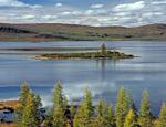 Восточный берег озера Лабынкыр, вблизи устья ручья Лабынкырского.