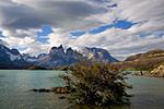 Озеро Пеое и массив Куэрнос дель Пайне.